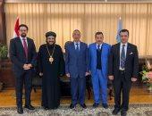 محافظ الإسكندرية يستقبل وفدا من الكنيسة القبطية برئاسة الأنبا بافلى