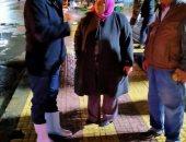 """صور.. جولة مسائية لـ""""سكرتير مساعد"""" الإسكندرية لمتابعة تصريف مياه الأمطار"""