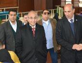 رئيس جامعة الزقازيق يتفقد سير الامتحانات بلجان كلية التجارة