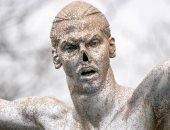 نقل تمثال إبراهيموفيتش من مسقط رأسه بسبب اعتداءات الجماهير المتكررة