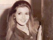 ميرفت أمين تستعيد ذكرياتها بصورة من الزمن الجميل