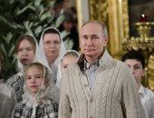 الرئيس الروسى يحضر احتفالات عيد الميلاد وسط محجبات فى كاتدرائية بسانت بطرسبرج