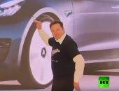 """شاهد.. مؤسس شركة """"تيسلا"""" الأمريكية يرقص فى افتتاح مصنع فى الصين"""