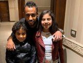 حسام عاشور يشارك متابعيه بصورة لأبناءه إياد وجنى مكتفيا بوضع قلبين