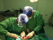 فريق طبى بمستشفى السنبلاوين ينجح فى تثبيت كسر بعظام الفك لشاب
