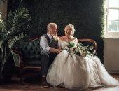 """""""60 سنة حب"""".. زوجان مسنان يحتفلان بذكرى زواجهما بفستان زفاف وبدلة.. صور"""