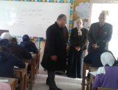 مدير تعليم الإسماعيلية يتفقد مدرسة خديجة بنت خويلد ويطمئن على بدء الامتحانات