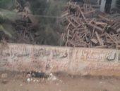"""مدرسة بقرية المهندس تتحول لـ""""وكر"""" للكلاب الضالة بعد إغلاقها منذ 15 عاما"""