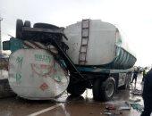 إصابة 18 شخص بحادث تصادم بين سيارتين نقل بالطريق الصحراوى الغربى بالمنيا