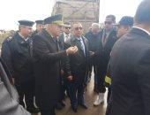 صور.. المحافظ ومديرا الأمن وإدارة المرور فى موقع حادث إسكندرية الصحراوى