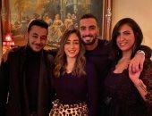 """صور.. محمد الشرنوبى يرقص مع خطيبته على """"رايحين نسهر"""" بحفل عيد ميلاده"""