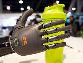 يد روبوتية تقرأ إشارات المخ وتمكن مبتورى الأطراف من الكتابة
