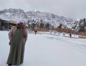 فيديو وصور.. الثلوج تزين مدينة سانت كاترين فى جنوب سيناء