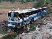 مصرع 2 وإصابة 9 آخرين جراء انقلاب حافلة بباكستان