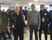 صور .. مرتضي منصور يهنئ لاعبي الزمالك بعد الفوز على زيسكو