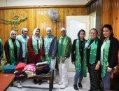 جامعة مصر للعلوم والتكنولوجيا تنظم قافلة إنسانية لتوزيع البطاطين والملابس الشتوية فى إمبابة