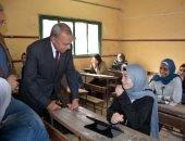 محافظ القليوبية يتفقد لجان امتحانات الصف الثانى الثانوى باستخدام التابلت بمدارس المحافظة