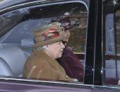 زعلت على تنحى حفيدها.. الملكة إليزابيث تضع جهازا لتقوية السمع لأول مرة