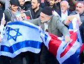 متظاهرون يحرقون علم بريطانيا وإسرائيل أمام سفارة المملكة المتحدة فى طهران