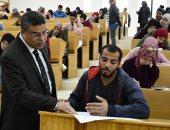 صور .. نائب رئيس جامعة القناة يتفقد اللجان الإنتخابية لإمتحانات الفصل الدراسي الأول بأسبوعها الثالث