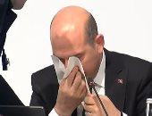 شاهد.. وزير داخلية أردوغان ينزف دمًا من أنفه على الهواء مباشرة