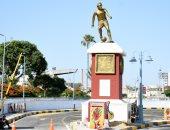 """صور.. تعرض تمثال """" لاعب الكرة"""" بالإسكندرية للكسر بسبب أمطار الشتاء"""