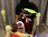 """فيديو.. رمضان صبحى يلعب مع ابنه زين.. والجمهور: """"وقفه على الكورة بقى"""""""
