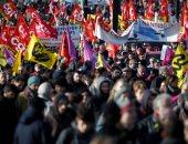 محتجون على تعديل قوانين التقاعد بفرنسا يحاولون إفساد حدث يحضره ماكرون