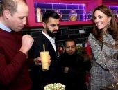 """الأمير وليامز وزوجته يصنعان عصير المانجو و""""ميلك شيك"""" فى أحد مطاعم بريطانيا"""