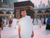 محمود الونش ينشر صورة أثناء أدائه مناسك العمرة من أمام الكعبة