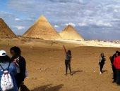 صور.. شباب الدفعة الثالثة بالبرنامج الرئاسى لتأهيل الشباب فى زيارة للأهرامات