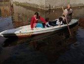 صور ..مياه الصرف والأمطار تحاصر قرية بالبرلس والسكان يستخدمون المراكب للتنقل