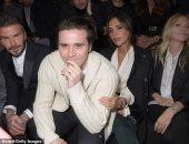 بيكهام وفيكتوريا وابنهما يستمتعون بحضور عرض أزياء Dior فى باريس.. فيديو وصور