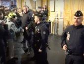 تفاصيل هروب رئيس فرنسا وزوجته من المتظاهرين خلال مشاهدتهما مسرحية.. فيديو