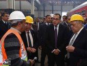 """جولة رئيس الوزراء داخل مصنع مهمات السكك الحديدية """"سيماف"""""""