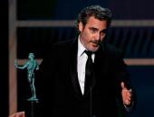 """خواكين فينيكس يكرم الراحل هيث ليدجر عقب فوزه بجائزة """"SAG""""عن أفضل ممثل..فيديو"""