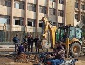 إصلاح كسر بماسورة مياه رئيسية أمام كلية الآداب جامعة الزقازيق