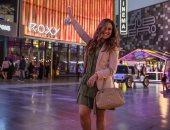 """شيرى عادل فى صورة مبهجة بالبالونات خلال وجودها بـ""""سوق سيتى ووك"""" فى دبى"""