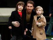 راموس يصطحب أبناءه لملعب سانتياجو بمدريد.. ويؤكد: اللحظات معكم لا تنسى