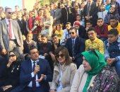 """وزيرة الهجرة تشارك طلاب البحيرة لعبة """"نط الحبل"""".. فيديو"""
