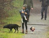 شاهد ميجان ماركل تتجول مع طفلها بالغابة بالتزامن مع وصول هارى لكندا