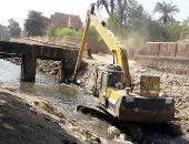تطوير مخرات السيول وحملات لغلق الوصلات العشوائية بأسوان.. صور