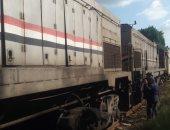 صور.. توقف قطار زفتى طنطا بسبب عطل بالجرار نتيجة سخونية بدورة المياه