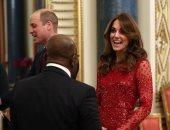 بعد أزمة هارى.. كيت ميدلتون بفستان أحمر فى أول حفل رسمى بالقصر.. اعرفى سعره
