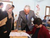 محافظ السويس يتفقد لجان امتحانات الشهادة الإعدادية.. صور