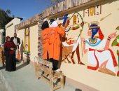 نقوش فرعونية بأيدى طالبات مدرسة الخارجة الفنية لتجميل أسوار محطات المياه