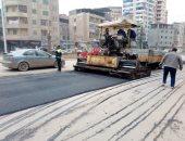 صور.. رئيس مدينة المحلة بالغربية يتابع أعمال الرصف