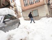 صور.. تساقط كثيف للثلوج بإسبانيا بسبب العاصفة جلوريا وشلل بالحركة المرورية