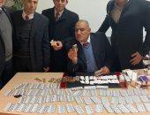ضبط راكب سويسرى بمطار القاهرة بحوزته كمية كبيرة من المواد المخدرة.. صور