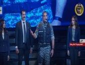 """أمير كرارة بزي ميري فى حفل الشرطة: """"اطمن يا ريس حقهم راجع""""..فيديو"""